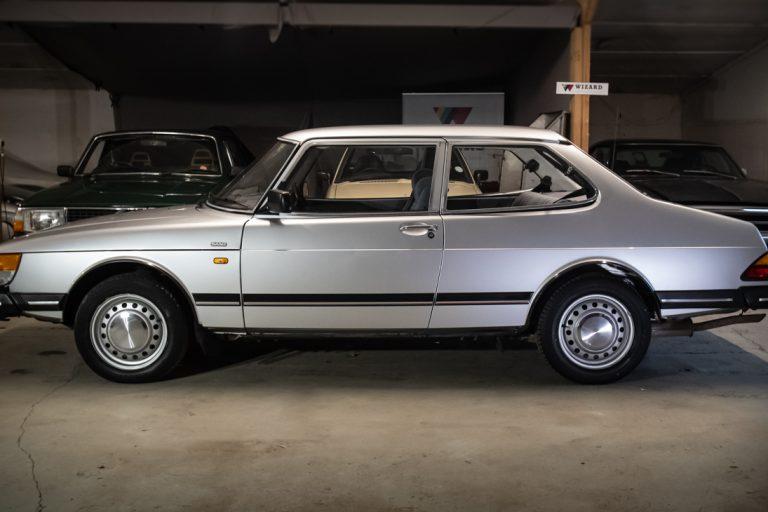 Silver Saab 21