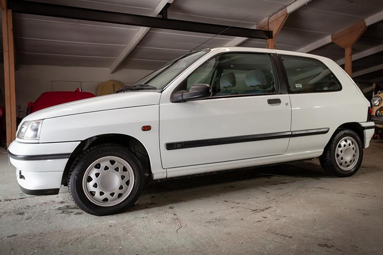 Renault Clio MK1 Auto Wizard Classics 0012 Clio 1.4 White 27
