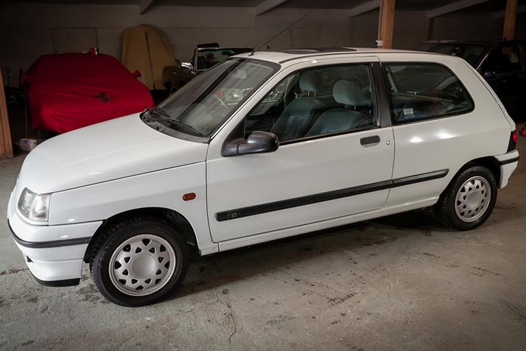 Renault Clio MK1 Auto Wizard Classics 0013 Clio 1.4 White 26