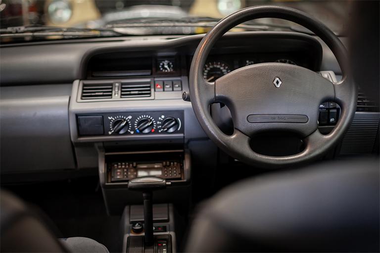Renault Clio MK1 Auto Wizard Classics 0016 Clio 1.4 White 23