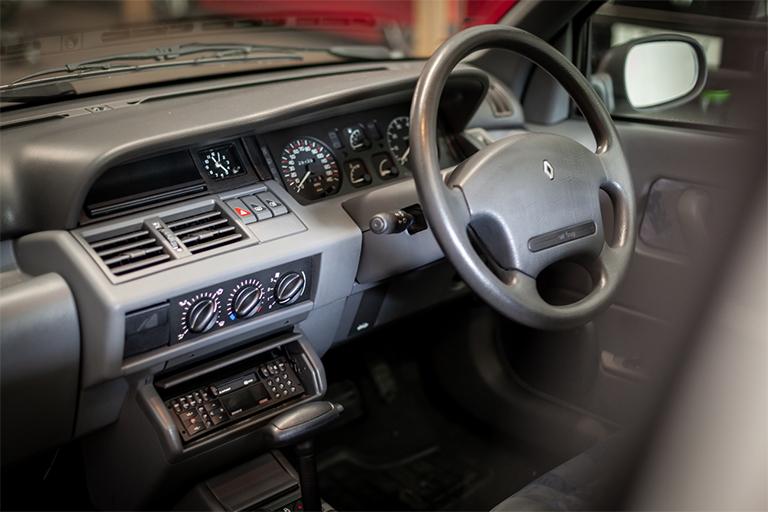 Renault Clio MK1 Auto Wizard Classics 0017 Clio 1.4 White 22