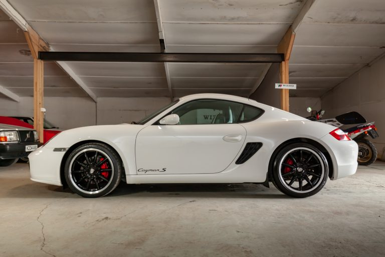 Porsche Cayman 24