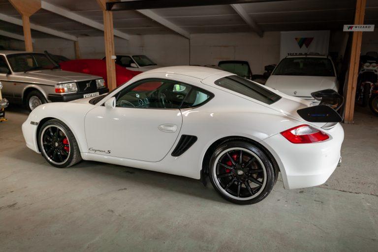 Porsche Cayman 25