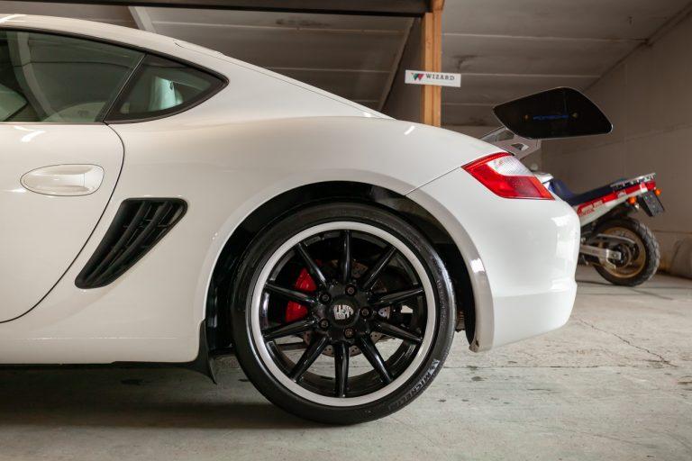 Porsche Cayman 32