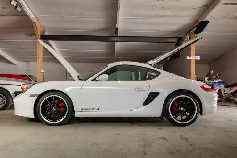 Porsche Cayman 52