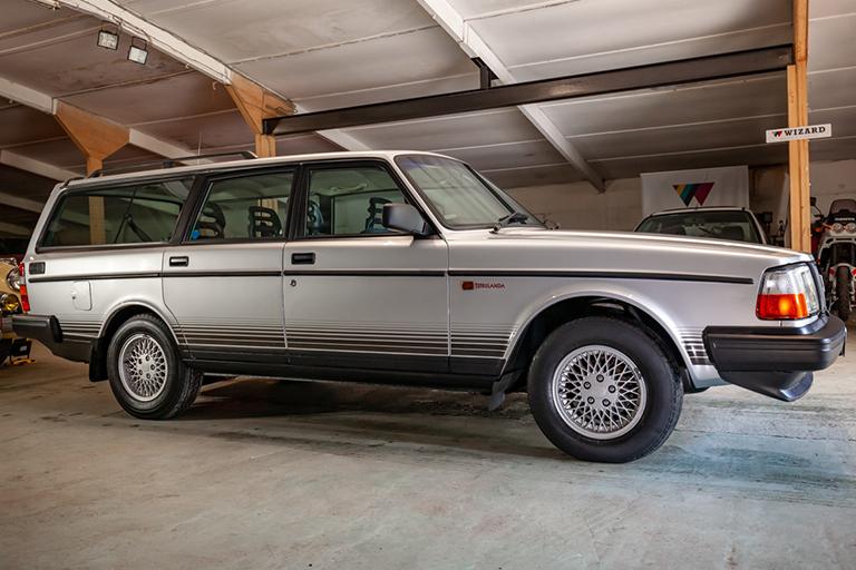 wizard classics volvo 240 torslanda estate for sale 0019 Volvo 44
