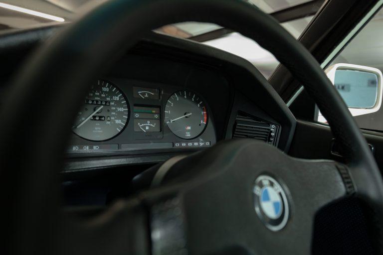 White BMW M3 85