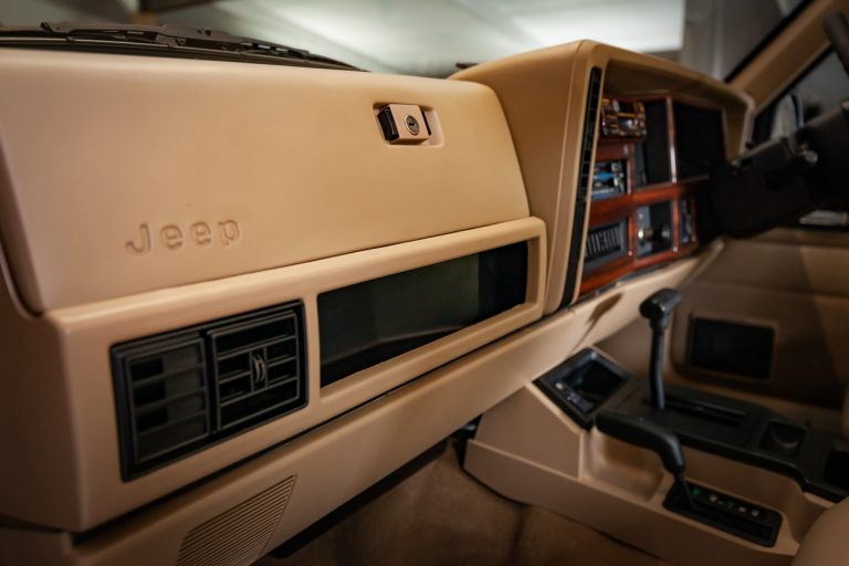 Cherokee 65