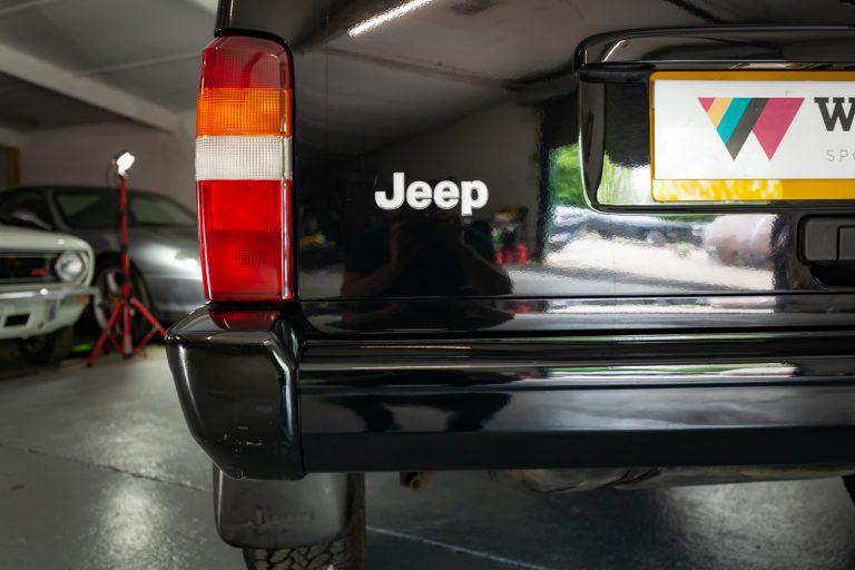 Jeep 37